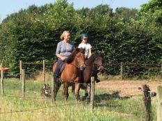 Ásta en Tindur frá Dicksdottir weer aan de bak met Judith, echte paardenmeid op Tindur